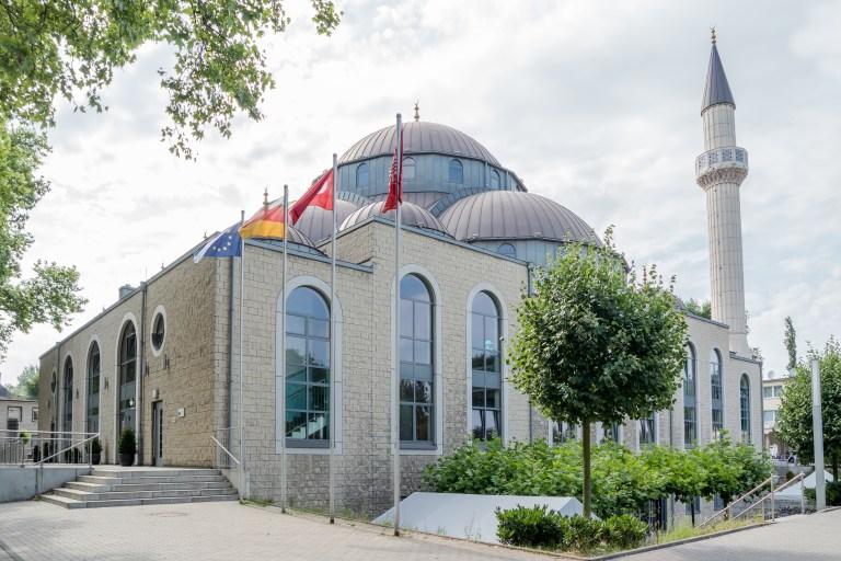 فشل فكرة معاهد تخريج الأئمة في أوروبا.. لأن الجاليات المسلمة تنظر إلى الفكرة بارتياب