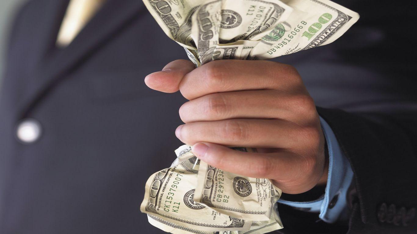 العملة الخضراء تفقد شعبيتها