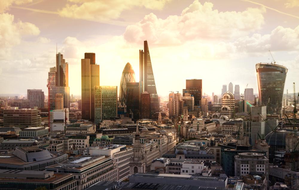 جونسون يخطط لنقل آلاف الموظفين إلى خارج لندن